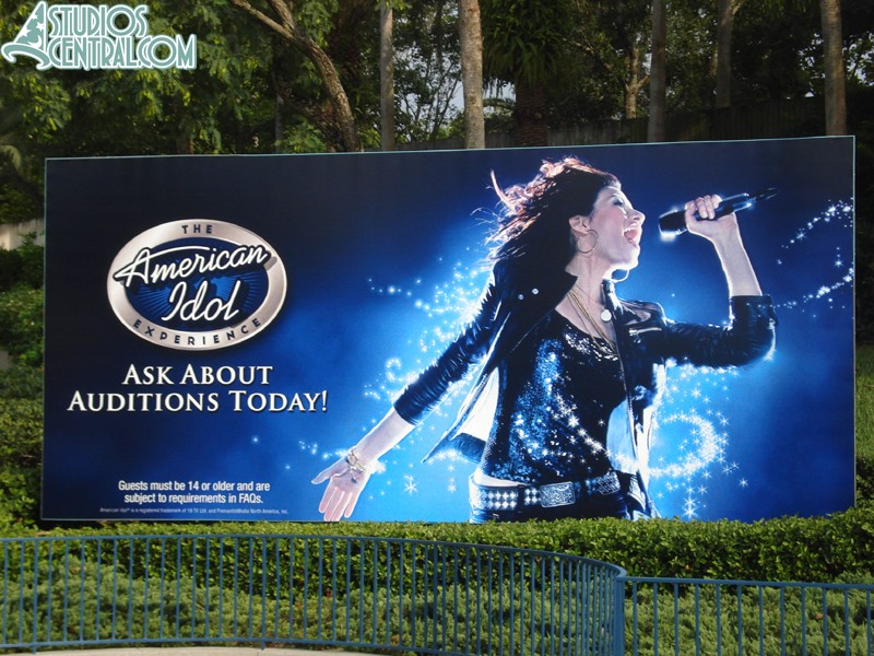 The American idol Experience Sign returns to the front of the park