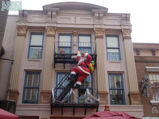 Santa about to commit a breaking and entering