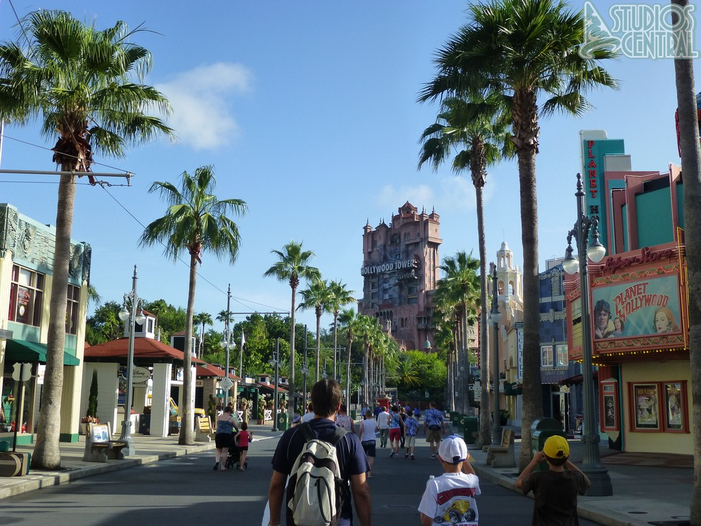 Sunset boulevard right after rope drop