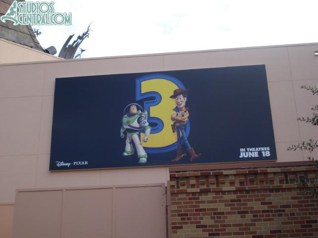 Toy Story 3 sign up behind Great Movie Ride