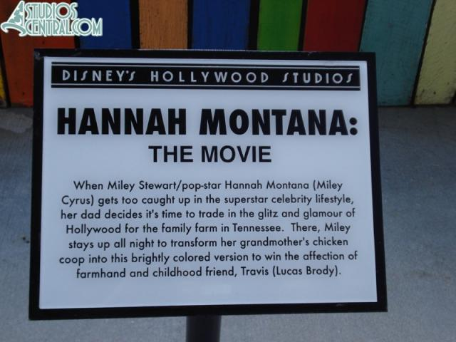 The plaque installed in front of the exhibit