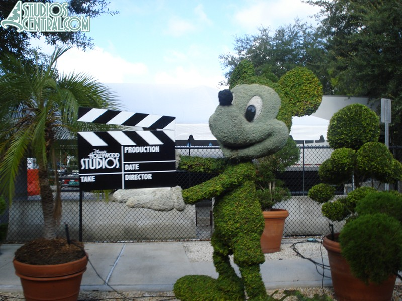 Mickey topiary on the Backlot Tour
