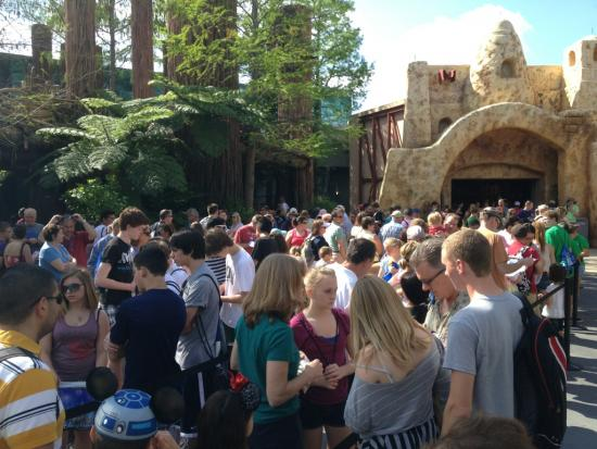 Really long line for Star Tours