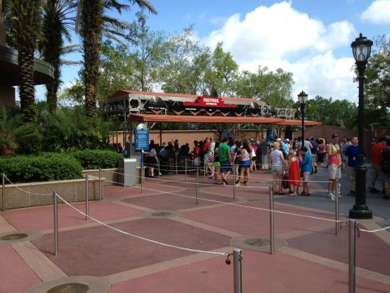 Extra queue set up at Rock n Roller Coaster