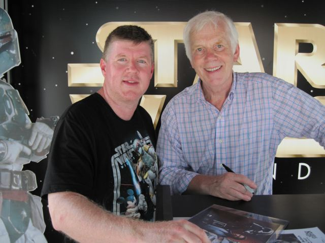 Jeremy Bulloch poses for a photo