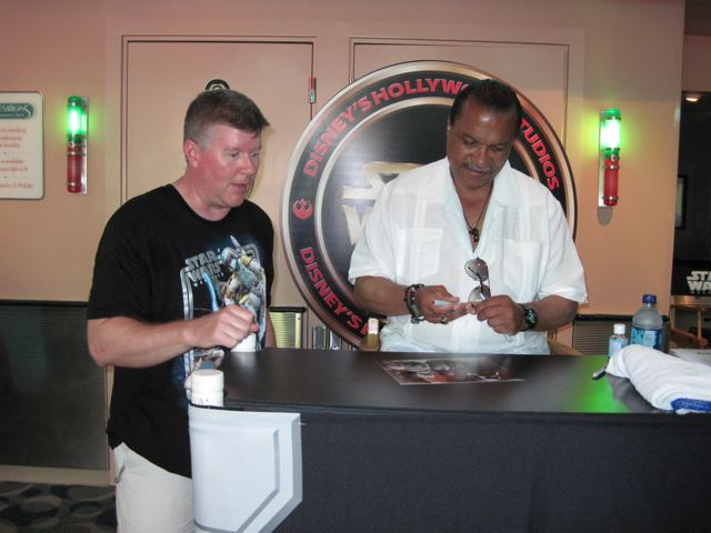 Billy Dee Williams signs an autograph