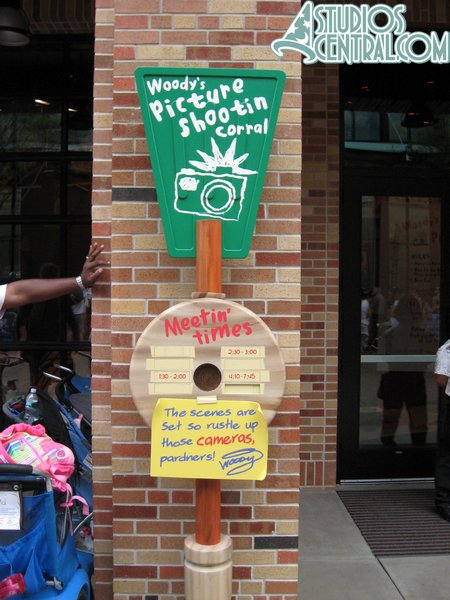 A posted sign with meet-n-greet times for Buzz and Woody on Pixar Place