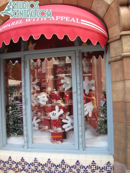 New Mickey's of Hollywood holiday window decorations