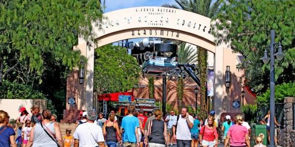 Entrance to Rock 'n Roller Coaster