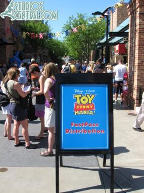 The FASTPASS line craziness at Toy Story Midway Mania