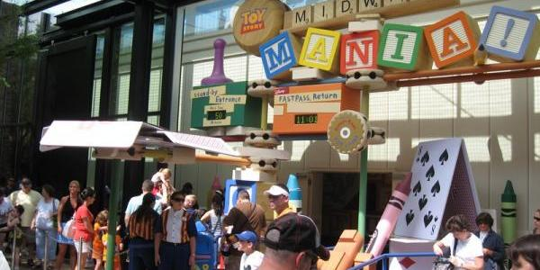 Toy Story Midway Mania crowd