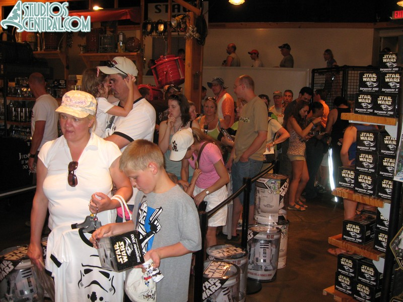 The queue inside Tatooine Traders to check out