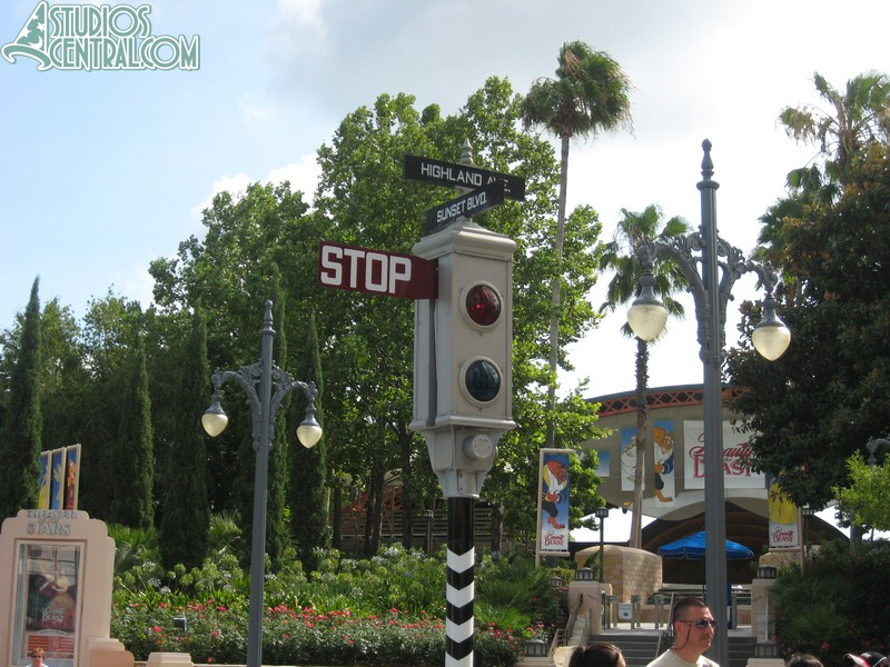 The signal on Sunset Boulevard is back