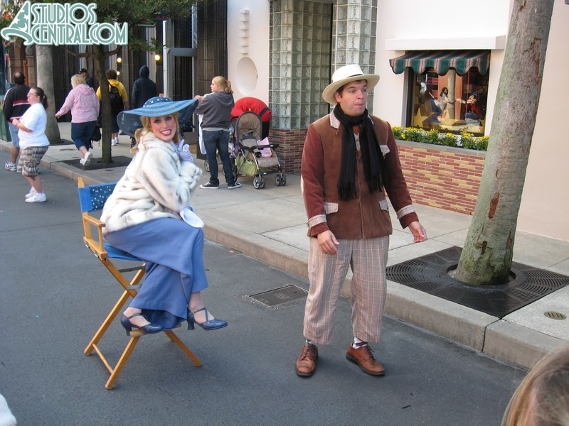 Even the Citizens of Hollywood were bundled up