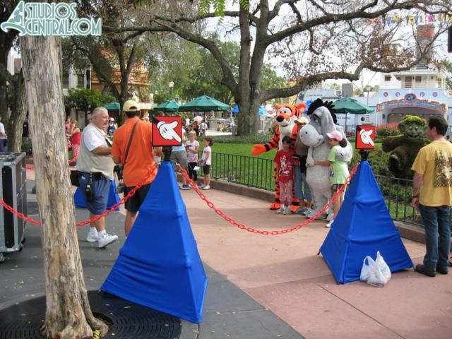 Character meet-n-greet corrals seem to be working well
