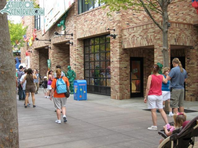 Green Army Men doing their show on Pixar Place