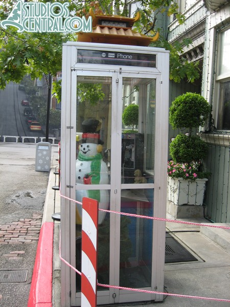 The snowman in the phone booth