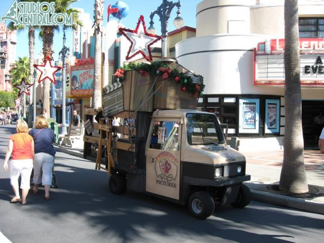 Another Streetsmosphere vehicle decorated for Christmas