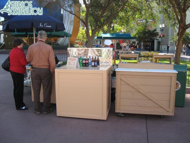 Temporary hot dog stand near the Sorcerer's Hat