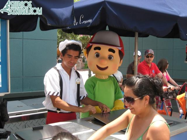 Handy Manny seems hot...
