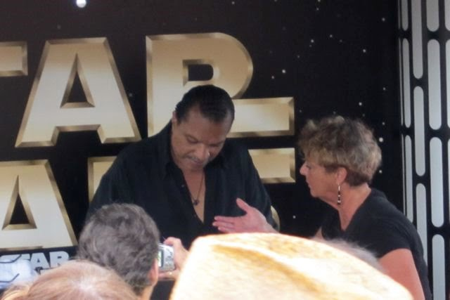 Billy Dee Williams signs