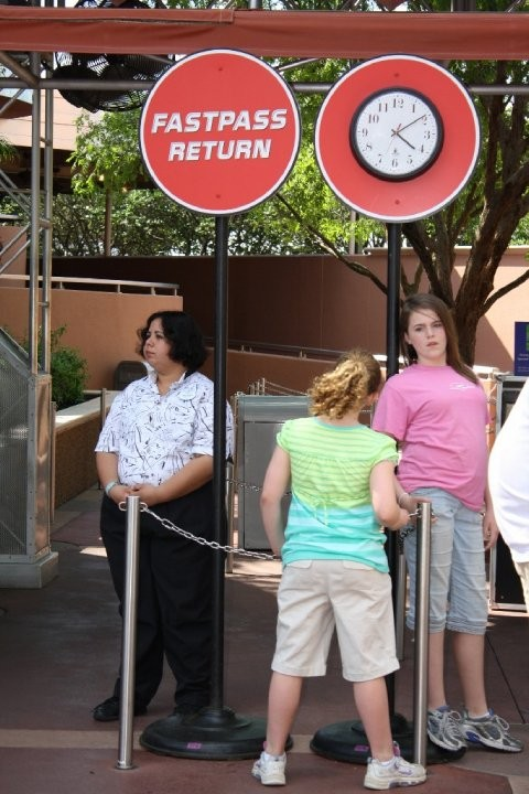 Fastpass return area