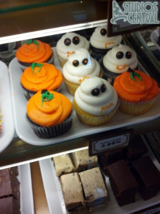 Holiday cupcakes in Sweet Spells